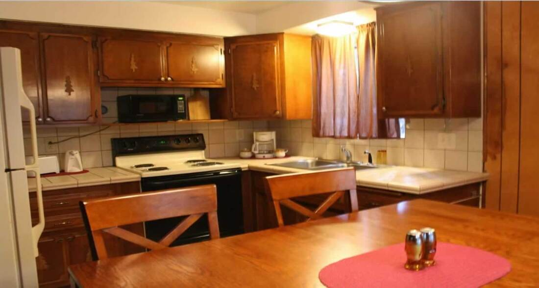 Honeymoon CFully Furnished and Ready To Cook Kitchens Northwoods Cabins Pinetop-Lakeside, Arizona