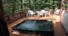 Northwoods Cabins Pinetop Arizona Resort Has a Relaxing Spa under the Stars